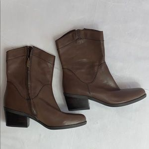 B Makowsky Brown BFHudson Ankle Boots Size 8.5